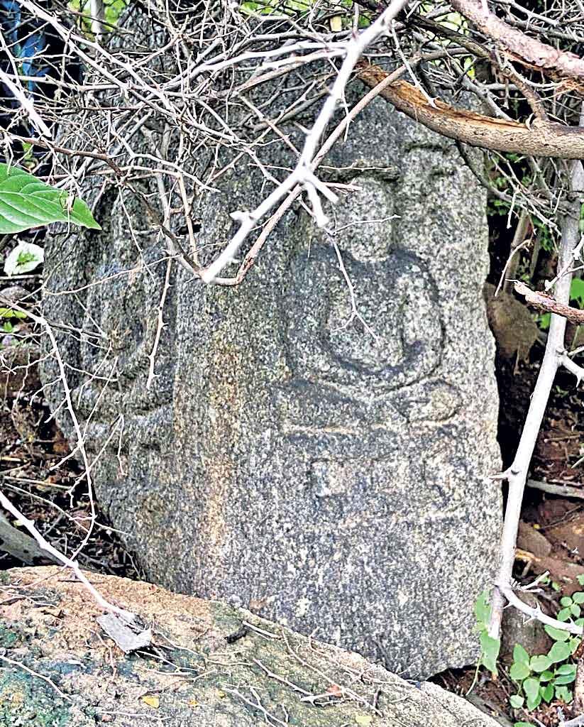 కొండపోచమ్మ గుట్టపై జైన శిల్పాలు