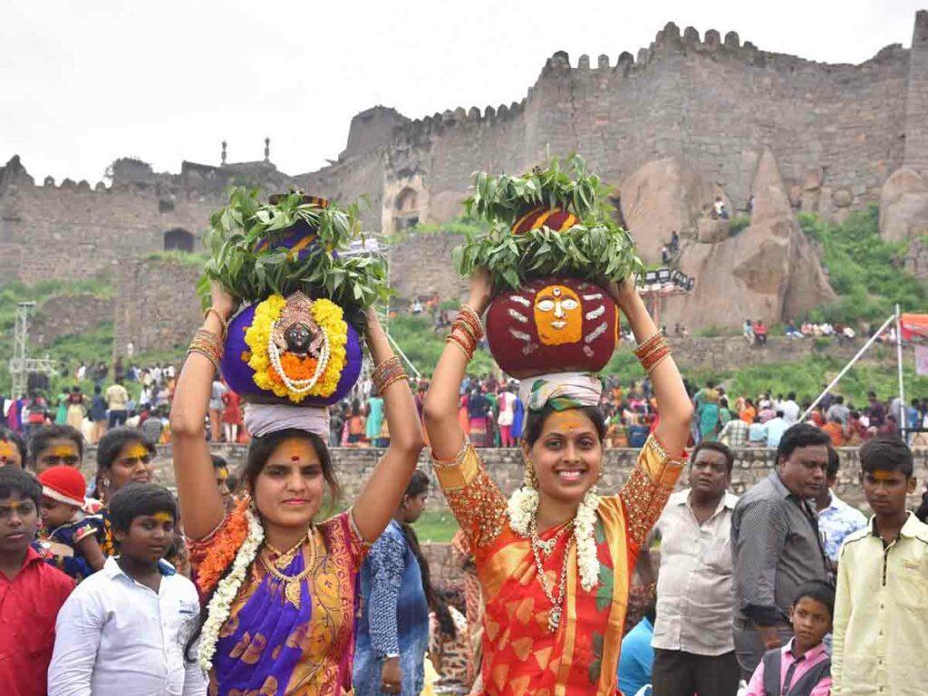 గోల్కొండ బోనాలు .. హైదరాబాద్లో ట్రాఫిక్ ఆంక్షలు