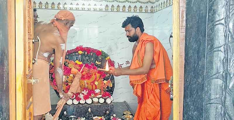 రేణుకాంబ ఆలయంలో ప్రత్యేక పూజలు