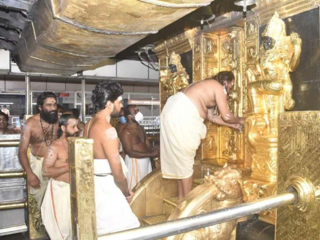 మాస పూజల కోసం తెరుచుకున్న శబరిమల ఆలయం