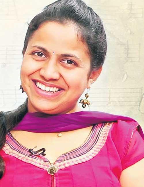 తొలి తెలంగాణ సినీగేయ రచయిత్రి 'శ్రేష్ఠ'