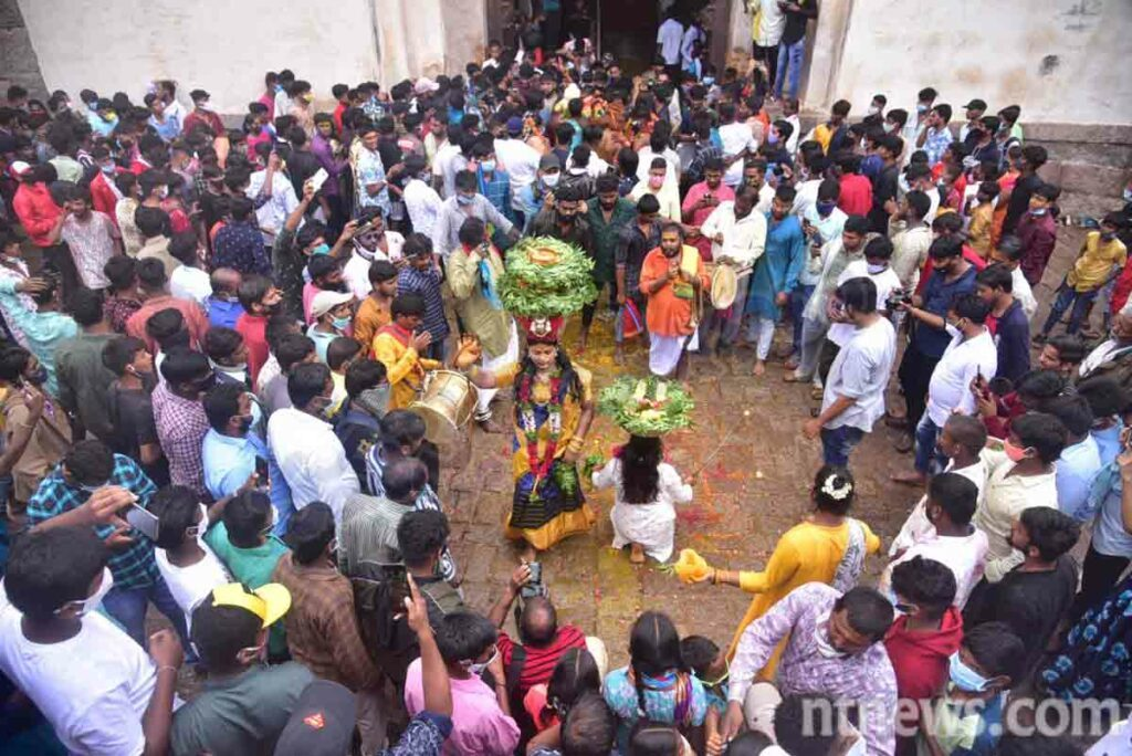 ఆషాఢ బోనాల సందడి షురూ.. పిక్స్