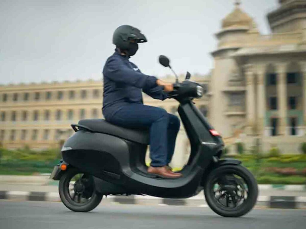 Ola electric  : ఓలా ఎలక్ట్రిక్ స్కూటర్ బుకింగ్స్ ప్రారంభం.. ఫీచర్లు ఇవే