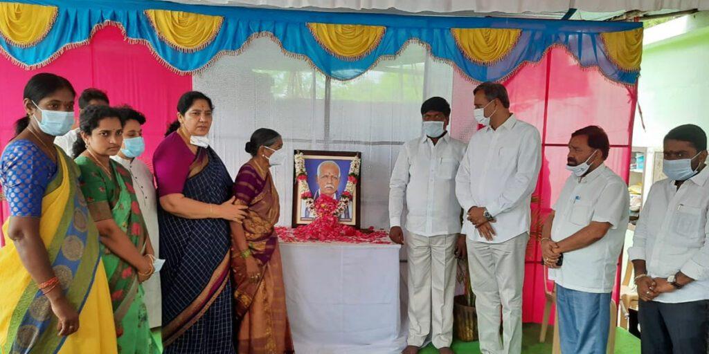 ఎమ్మెల్యే సుదర్శన్ రెడ్డిని పరామర్శించిన మంత్రి సత్యవతి
