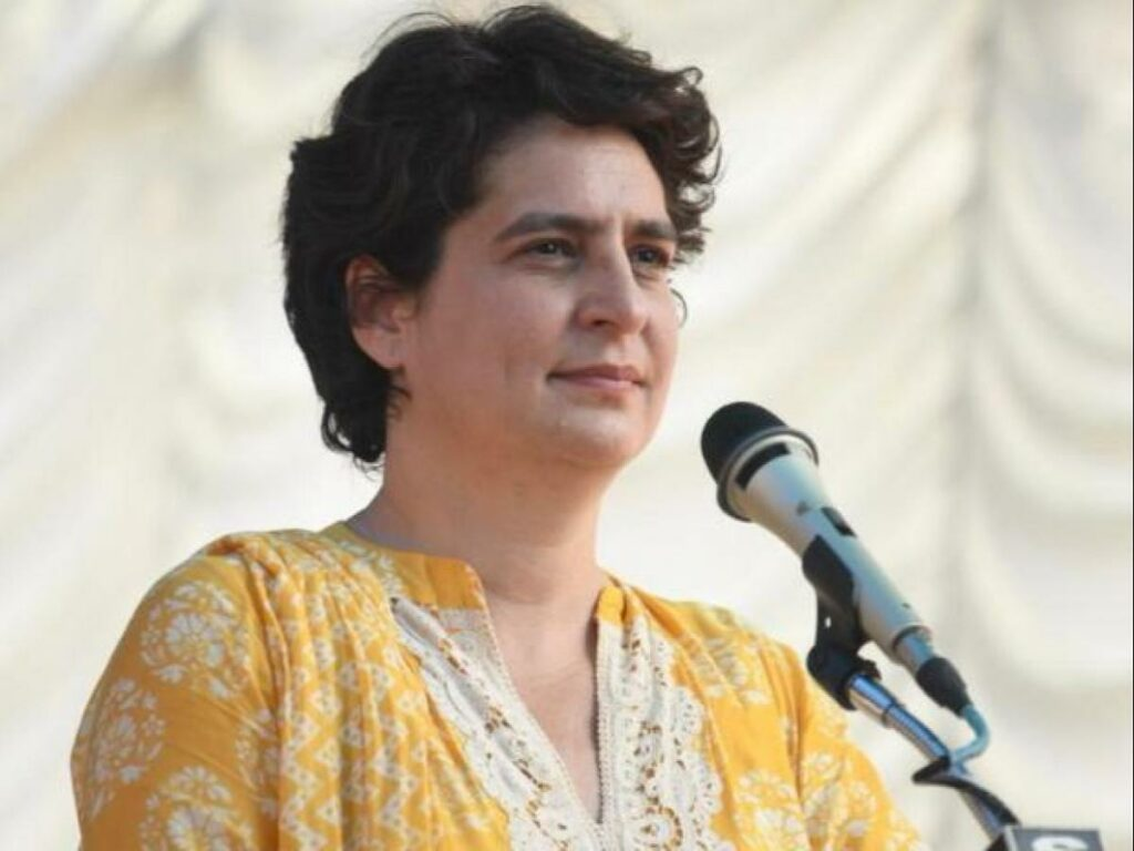 గోప్యత హక్కుపై మోదీ సర్కార్ దాడి : ప్రియాంక గాంధీ