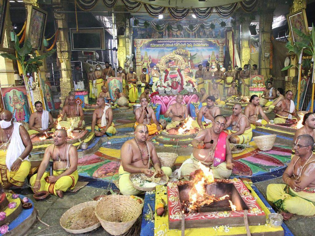 పద్మావతి ఆలయంలో శాస్త్రోక్తంగా జప తర్పణ హోమాలు