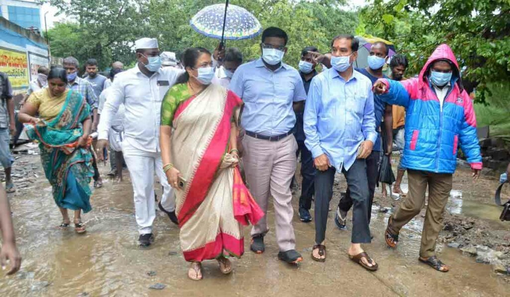 భారీ వర్షాల నేపథ్యంలో అధికారులు అప్రమత్తంగా ఉండాలి : వినయ్ భాస్కర్